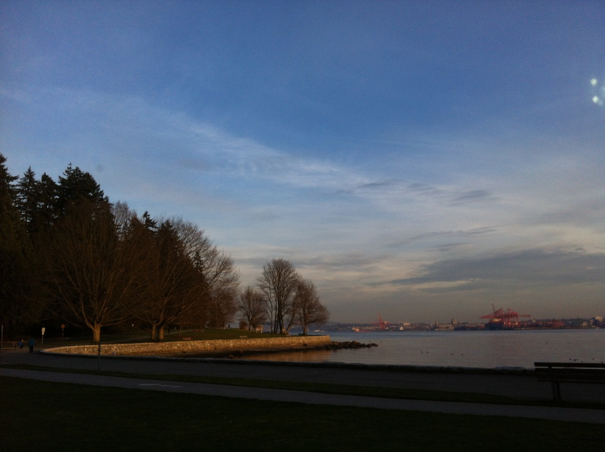 Scrolling along Stanley Park - all surrounded by water