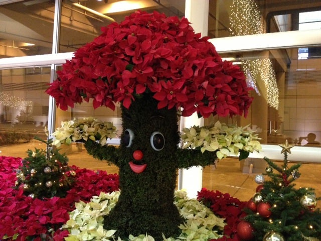 People love to take photo with this welcoming tree at the HK Airport!